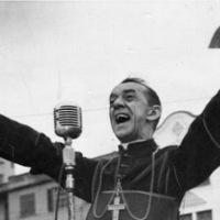 «Όταν δίνω τροφή στους φτωχούς, με λένε Άγιο. Όταν ρωτάω γιατί είναι φτωχοί, με λένε κομμουνιστή». Χέλντερ Καμάρα, ο αρχιεπίσκοπος με το τριμμένο ράσο που έγινε η φωνή των καταπιεσμένων και αγνόησε το Βατικανό